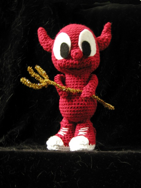Picture of a crocheted doll of the FreeBSD daemon, the operating system's mascot.